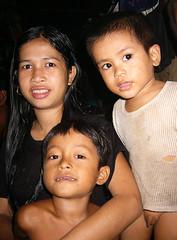 Very Poor People (Wolfgang Bazer) Tags: very poor people sehr arme leute menschen dark room dunkler raum phnom penh lakeside cambodia kambodscha woman frau kinder children rags südostasien southeast asia asien