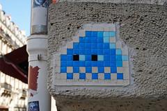 Paris 12ème (PA_97) (Meteorry) Tags: europe france idf îledefrance paris spaceinvader spaceinvaders invader invaderwashere tiles carrelage carreaux mur wall street rue art artderue pixels pa97 pa097 gradient reactivated reactivation blue bleu ruedecharenton dugommier september 2019 meteorry