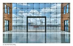 port window (MK|PHOTOGRAPHY) Tags: hafenfenster portwindow elbe hafen port hamburg deutschland germany pentax k1 hdpentaxdfa1530mmf28edsdmwr matthias körner mattkoerner1 mk|photography