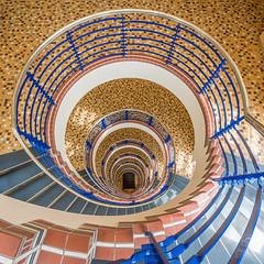 golden stairs (Dietmar Theile Fotografie) Tags: stairs dietmartheilefotografie architecture building architecturephotography staircase steps stairsandsteps räumefürträume treppenhaus treppenhausfreitag