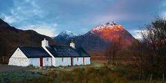 Dawn light hits Buachaille Etive Mòr (S.R.Murphy) Tags: ballachulish landscape oct2019 scotland blackrockcottage buachailleetivemòr glencoe sunlight sunrise autumn mountain mountainrange fujifilmxt2