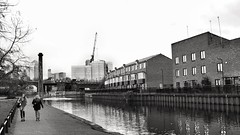 Smiling in Mile End (marc.barrot) Tags: x100f monochrome canal urbanlandscape streetphotography uk e14 london mileend towpath regent'scanal