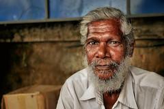 Charpentier de marine (Ma Poupoule) Tags: charpentierdemarine cochin inde india visage face yeux eyes porträt portrait ritratti ritratto oldman barbe barbu