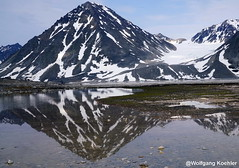 Magdalenefjord, Spitsbergen, Norway (elbigote1946) Tags: glacier gletscher magdalenefjord norway spitsbergen reflections elglaciar laslomas reflection patchesofsnow eisfeld sunnysky spiegelung