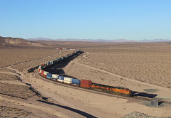 4176+1039, Ludlow CA, 28 Oct 2019 (Mr Joseph Bloggs) Tags: bnsf burlington northern santa fe railway railroad bahn zug train treno freight cargo merci usa united states america california ca intermodal stack double container c449w ge general electric