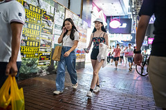 Friday Night (人間觀察) Tags: 28mm f14 7artisans 七工匠 leica leicam hong kong street photography people candid city stranger public space walking off finder road travelling trip travel 人 陌生人 街拍 asia girls girl woman 香港 wide open