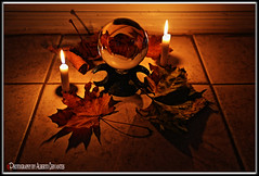 BOLA MÁGICA. MAGIC BALL. NEW YORK CITY. (Alberto Cervantes Photography.) Tags: magicball ball magic witch bolamagica streetphotography photoart art creative photoborder vela candle fire reflejo reflection leaf leaves indoor outdoor blur macro closeup bokeh retrato portrait autumn otoño luz light color colores colors brillo bright brightcolors ritual ritualagainstwitchcraft craft misterio mystery misterioso mysterious boladecristal crystalball cristal crystal miscellaneous glaskugel lensballphotography lensball lens glassball glass crystalclear clear colorlight nightcolor