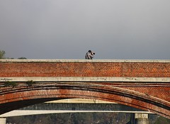 non disturbare (archgionni) Tags: ponte bridge fiume po fotografo photographer donotdisturb mattoni bricks arco arc cielo sky silenzio silence piemonte italy