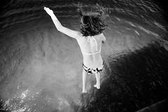 Fuerza natural (.KiLTЯo.) Tags: kiltro ar argentina lácar quilaquina sanmartíndelosandes lago lake water dive fun life girl bw blackandwhite jump motion movement action