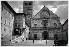 1990 Assisi. (Italy) (Il Pistoiese) Tags: assisi chiesa srufino rufino church eglise kirche piazza umbria italia italy italien