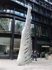 Sculpture on the Streets of the City of London, 6th August 2019 (6) (Phil Masters) Tags: london 6thaugust august2019 sculpture wing streetart cityoflondon