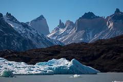 Cuernos del Paine (José Rambaud) Tags: torresdelpaine paine cuernosdelpaine lagogrey lakegrey hielo ice chile patagonia nieve snow lago lake mountains mountain montañas montagnes montagna iceberg landscape landmark water waterscape snowcapped