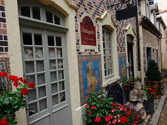 Bourbon Lancy - Saône-et-Loire (Cherryl.B) Tags: village pittoresque touristique tourisme antiquités boutique briquettes fleurs bourgogne thermes médiéval charolais