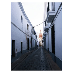 That church at the end of the alley, Jerez de los Caballeros, Extremadura (Daniel Philipona) Tags: jerez de los caballeros extremadura