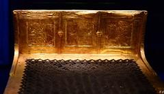 Toutânkhamon  . Lit funéraire en bois doré (pontfire) Tags: détails égyptien hiéroglyphe hieroglyph egypte pharaon ancien egypt egyptian tomb ancient times trip travel voyage trips traveler tourism holiday nouvel empire tombe kv62 dans la vallée des rois tutankhamon king tut exhibition exploring artifacts archaeology tutankhamun