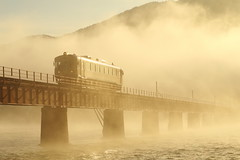 Run through the thick fog (Teruhide Tomori) Tags: kyoto japon japan railway railroad yurariver theyurariverbridge ktr ktr700series river train dmu single landscape 京都丹後鉄道 日本 列車 丹後半島 北近畿 京都 宮津 由良川 由良川橋梁 丹後由良 ディーゼルカー 単線 気動車 bridge water sky fine tantetsu morning thickfog heavyfog fog autumn densefog 河口 濃霧 初冬 霧 朝霧 morningfog happyplanet asiafavorites