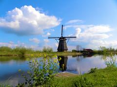 DSCN0909 (alainazer) Tags: kinderdijk nederland paysbas holland hollande eau acqua water ciel cielo sky moulin mulino moinhos mühlen mills windmill