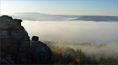 November(g)morgen (Christoph Bieberstein) Tags: deutschland germany sachsen saxony 2019 herbst autumn sächsische schweiz saxon switzerland saské švýcarsko europa europe pfaffenstein děčínský sněžník hoher schneeberg nebe mlha fog morgennebel