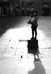 Reflektionen (Matthias camera roll) Tags: bw blackandwhite bnw monochrome schwarzweiss street sun portrait stuttgart sony fe55f18z sonyalpha a73 a7iii stadt