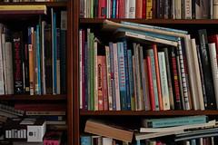 Very noisy bookshelf -2EV