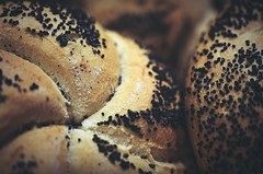 Recién hecho... (esterc1) Tags: pan bread sprinkles smileonsaturday poppyseeds