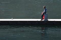 tempo libero (pamo67) Tags: pamo67 hobby pesca pescatore fishing fisherman uomo pontile pier people man attracco docking acqua water lago lake pasqualemozzillo freetime leisure