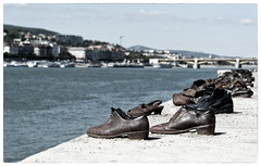 Budapest - Shoes on the Danube Bank (Walter Horstmann-Cholibois) Tags: budapest shoes danube bank schuhe donau holocaustmahnmal holocaust memorial mahnmal