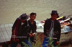 Pakbeng village, local minority men (blauepics) Tags: southeast asia südostasien laos lao city stadt border grenze pakbeng mekong mekhong river fluss boats ships schiffe boot 1996 men männer locals einheimische ethnical ethnische minderheiten minorities costumes tracht