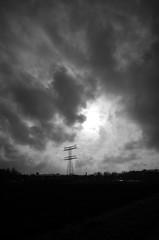 Novemberhimmel (tom-schulz) Tags: ricoh grii monochrom bw sw berlin thomasschulz himmel wolken strommast