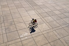 Nathan Phillips Square, Toronto.. (edk7) Tags: nikond300 sigma2470mm128dghsmex edk7 2011 canada ontario toronto nathanphillipssquare torontocityhall viljorevell 1965 plaza piazza architecture structure building modernism modernist bicycle bicyclist male person vanishingpoint concrete line pattern shadow
