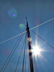 Flarific (Mattijsje) Tags: lines flare lensflare flair lijnen beams rays stralen zonnestralen sun jet vliegtuig streep solar zonnig dots blauw blue sky lucht mast beam damp cloud