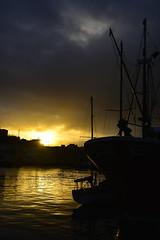 anochecer en el puerto (gabrielg761) Tags: anochecer ocaso puerto pasajes pasaia barcos pesqueros