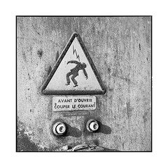 danger • turckheim, alsace • 2018 (lem's) Tags: danger sign panneau buttons boutons eclectricity electricité urbex factory ruin ruine usine turckheim alsace rolleiflex t