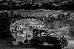 Gute Nacht! (Günter Hentschel) Tags: citroen blechauto auto car modellauto modellcar verrücktebilder verrückt dieanderenbilder november november2019 11 2019 nikon nikond5500 d5500 deutschland germany germania alemania allemagne europa nrw hentschel flickr sw bw schwarzweis blackwhite