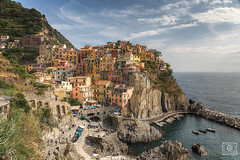 Manarola (UE-Photography - urban exploration & travel) Tags: hafen hills italien italy manarola mediterraneansea summer tourispot adventure cliff coast colorful europa exploring habor bestcapturesaoi
