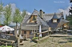 Am Bialy Krzyz (hamfilt) Tags: bauwerk eustikal pass restaurant urlaub ausflug