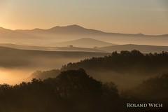 Toscana (Rolandito.) Tags: europe europa italien italy italie toscana tuscany toskana val dorcia morning fog