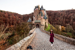 A girl in autumn / Burg Eltz / Germany (zilverbat.) Tags: duitsland zilverbat castle germany kasteel outdoor unescoheritage heritage herfstkleuren herfst people portret portrait photography autumn girl pad lebyday deutschland de europe burg eltz cold kou icon hotspot model travel tripadvisor fairytale canon