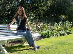 Mariëlle, Dorset 2019: Park bench (mdiepraam) Tags: marielle dorset 2019 kingstonlacy nationaltrust portrait pretty gorgeous attractive mature fiftysomething brunette woman lady milf elegant classy scarf jeans denim bench park
