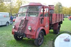 Renault AHS 3 1945 (Monde-Auto Passion Photos) Tags: vehicule camion red rouge renault ahs ancienne collection rare rareté trucks truck rassemblement france montereaufaultyonne