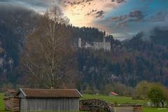 2019_Bavaria in autumn_1 (Joachim Spenrath Münster, Germany) Tags: bayern bavaria allgäu alpen alps herbst autumn wiese bench sunset dramatik drama wolken himmel sky clouds nachmittag afternoon weide neuschwanstein schlos castle nebel dunst fog