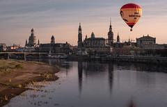 fly away (Rafael Zenon Wagner) Tags: ballon dresden sachsen saxony deutschland germany river elbe urban city afternoon nachmittag shiluette reflection spiegelung skyline nikon d810