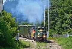 YSE Uphill Climb. Boardman, OH (bobchesarek) Tags: youngstownsoutheastern ys emdgp10 trashtrain railroad locomotive trains