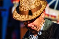 Finché (ri)splenderà il sole - As long as the sun shines (Eugenio GV Costa) Tags: approvato ritratto raggio portrait sole sun street persone sunbeam man oldman colore coloured outside