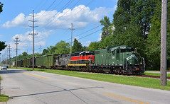 Southbound YSE Trash. Boardman, OH (bobchesarek) Tags: youngstownsoutheastern railroad ys trains trashtrain locomotive emdgp10