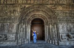 ... No se vive de recuerdos, pero al final es lo único que nos queda... Miguel Gutierrez ... (franma65) Tags: ripoll monasterio portico arquitectura romanico monasterioderipoll