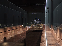 Reconstruction of the London Mithraeum, 6th August 2019 (3) (Phil Masters) Tags: sculpture londonmithraeum 6thaugust august2019 london mithraeum archaeology reconstructedmithraeum temple romantemple templeofmithras
