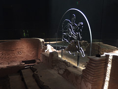 Reconstruction of the London Mithraeum, 6th August 2019 (2) (Phil Masters) Tags: sculpture londonmithraeum 6thaugust august2019 london mithraeum archaeology reconstructedmithraeum temple romantemple templeofmithras