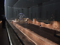 Reconstruction of the London Mithraeum, 6th August 2019 (1) (Phil Masters) Tags: sculpture londonmithraeum 6thaugust august2019 london mithraeum archaeology reconstructedmithraeum temple romantemple templeofmithras