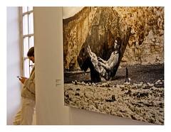 L'art de s'adosser (Marie Hacene) Tags: paris musée exposition photo téléphone smartphone